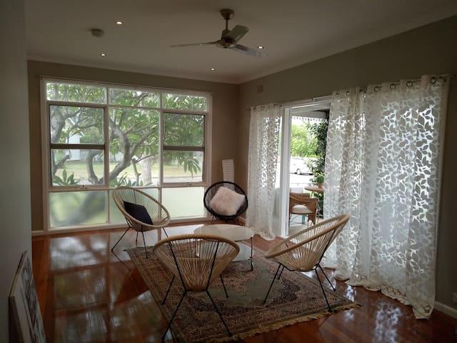 Cottage style 3bedder inbetween Syd CBD & Katoomba