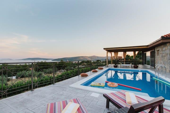 Capri House (Trogir)