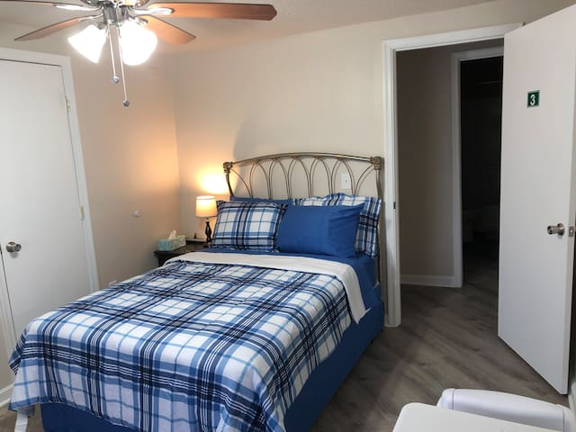 SPACIOUS FURNISHED BEDROOM WITH WALK-IN CLOSET