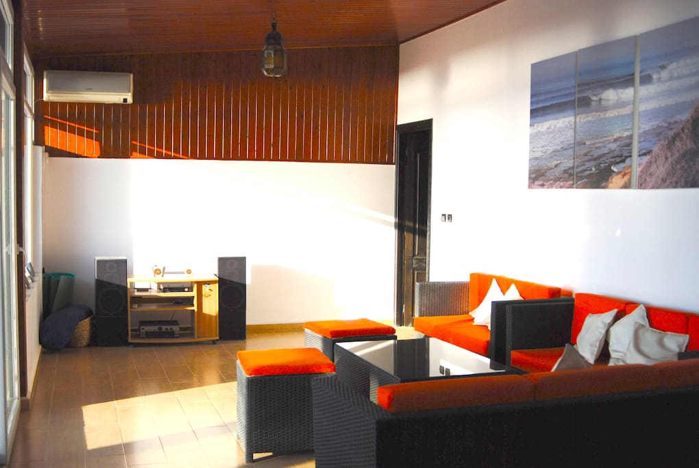Living room with ocean view and access to the terrace