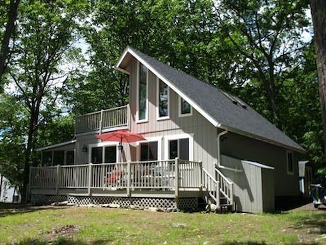 2 Bd renovated Chalet Bushkill Falls - Poconos