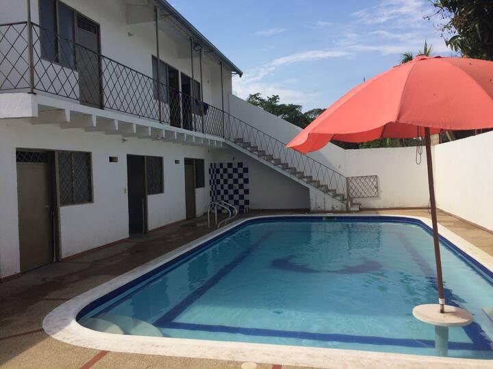 Casa con piscina privada, Carmen Apicala. 24 pers