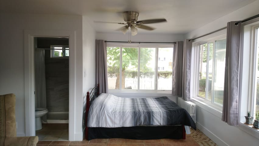 Private Minimalist Bright Sunroom w/ free parking