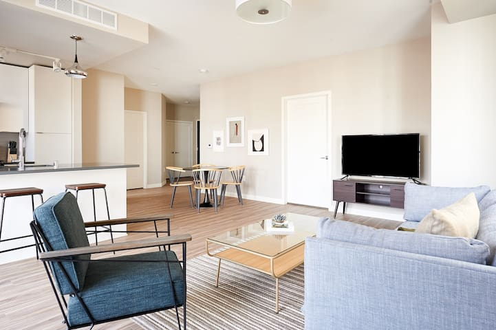 Sonder | East End | Stunning 2BR + Balcony