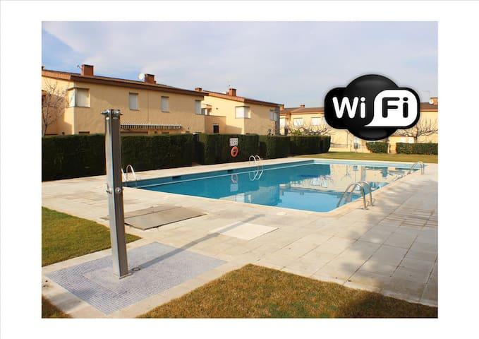 PE24 - Casa para 8, clima, Wi-Fi y piscina com. - Roses - House