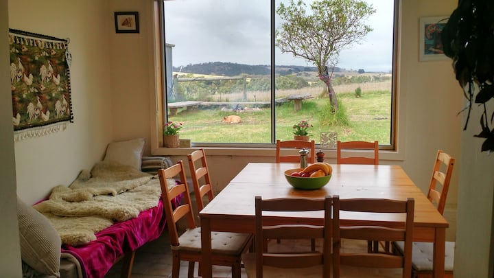Victor Harbor, Back Valley cottage with a view.
