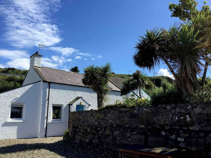 Rathlin View Cottage Ballycastle overlooks the sea