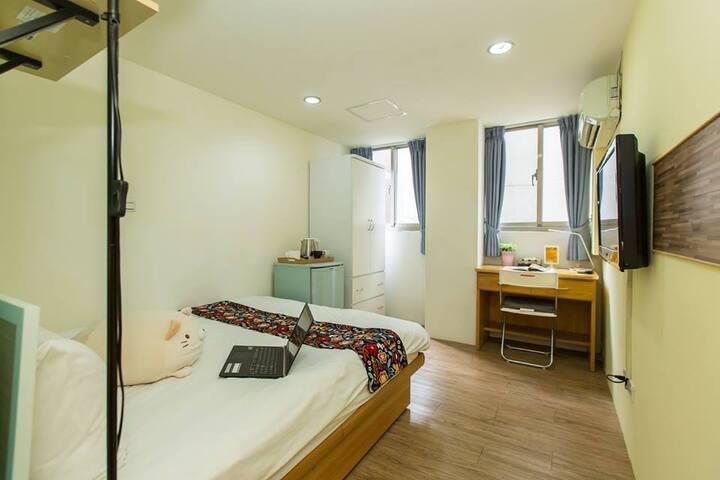 Room 3C  Great location , near MRT Gongguan.