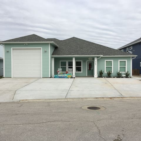 """R"" Coastal Casa - Port Aransas - Guesthouse"