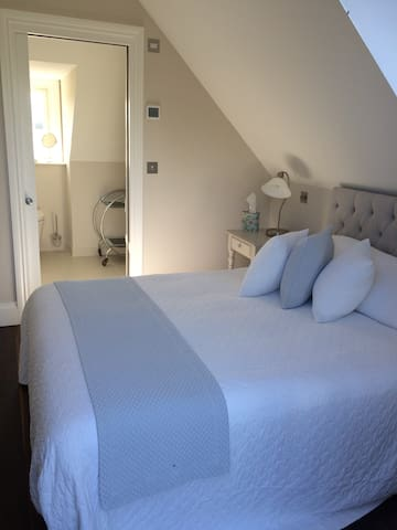 Gorgeous double ensuite room in private house (1)