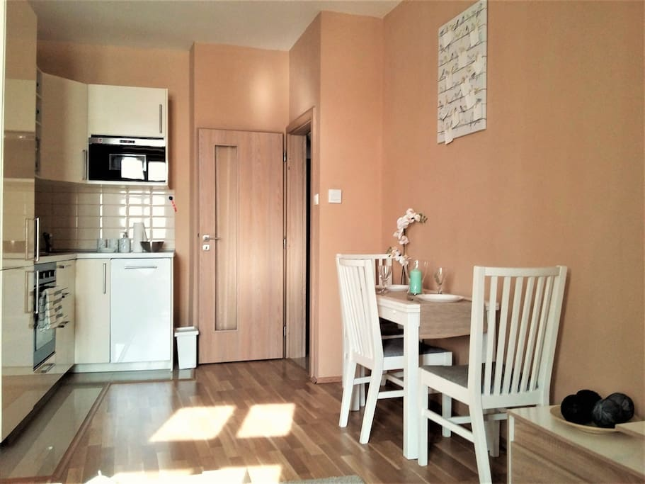 Kitchen & Dining / Кухня и столовая