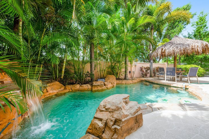Tropical-themed, dog-friendly hideaway w/ a heated private pool
