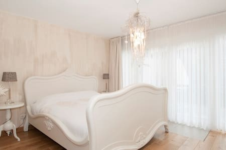 Luxurious B&B with 3 rooms - Sweet - Eys