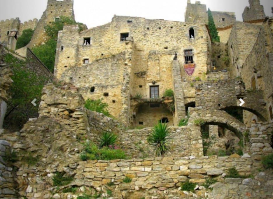 Le  village de Saint Montan propose de nombreuses randonnées