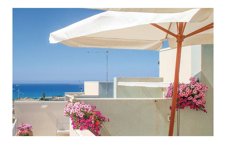Semi-Detached with 3 bedrooms on 60 m² in Marina di Ragusa