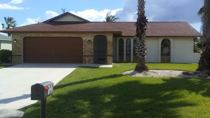 Beautiful house in SW Cape Coral with heated pool