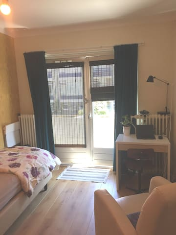 Cosy room nearby central station/ centre