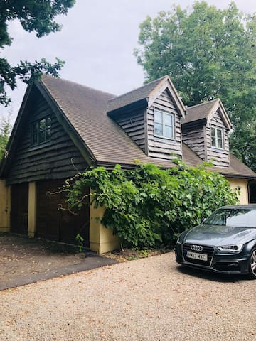 One bedroom flat available for Goodwood Revival