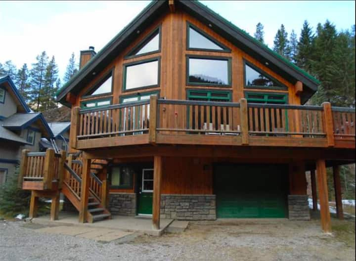 Greywolf Lodge (NEW Listing!)
