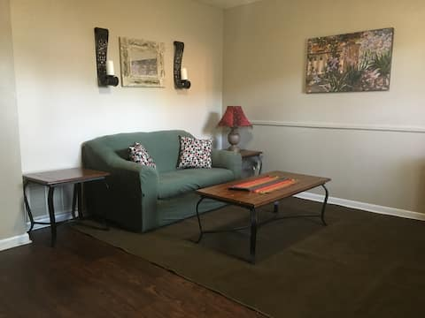 Cozy Condo and Close to Everything Carthage
