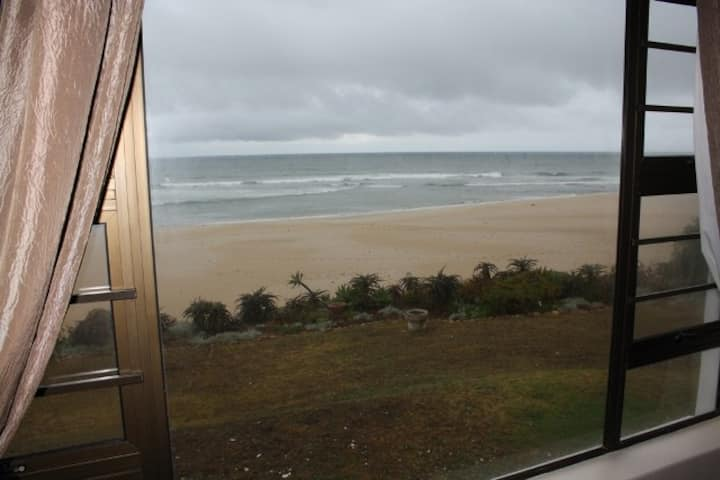 Beachfront Self Catering 5 Bedroom en-suite House.