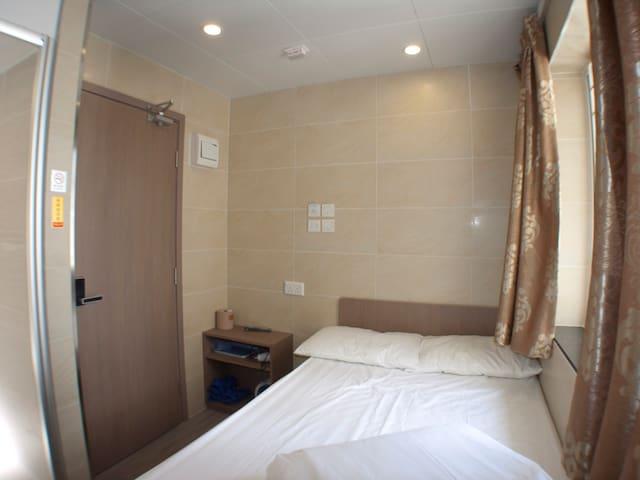Cozy Triple room for 1 to 3 @Mong Kok 旺角地铁口 ~经济三人房