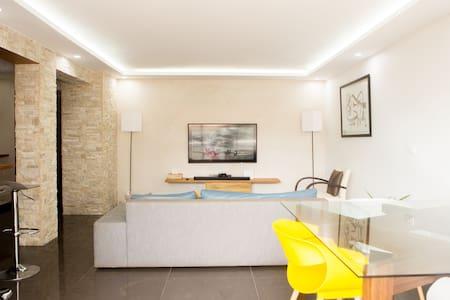 Apt NANI 72m2 luxueux et meublé. service hotelier