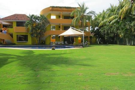 Amazing Vacation Mansion - Puerto Quetzal - Casa