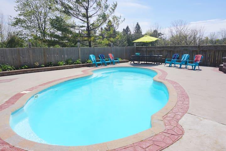 Wellington PEC Home with pool/sauna/fireplace!