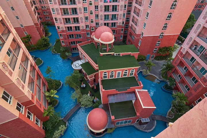 1 bedroom in the largest themed condo resorts