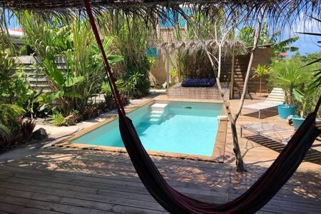 Gite Côté Cannes Bungalow vue mer, piscine 2 à 4 p