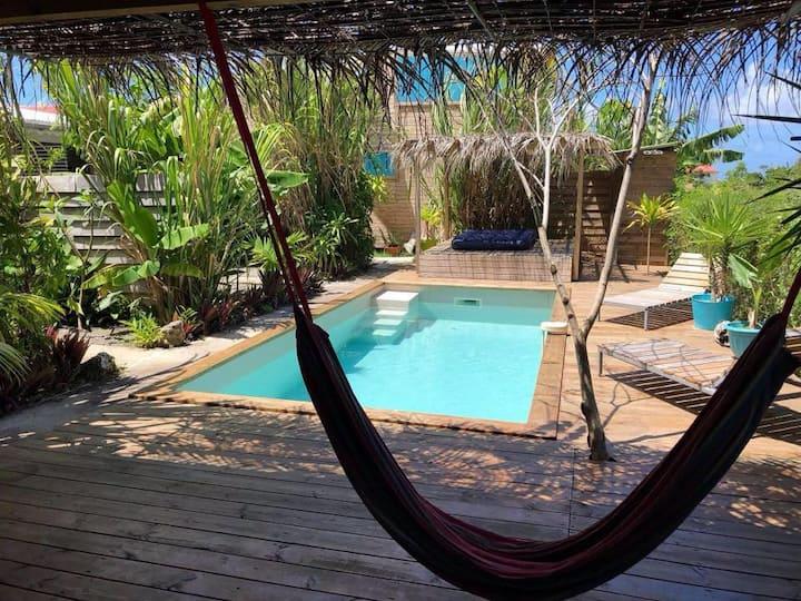 Gite Côté Cannes Bungalow vue mer, piscine 2 à 3 p