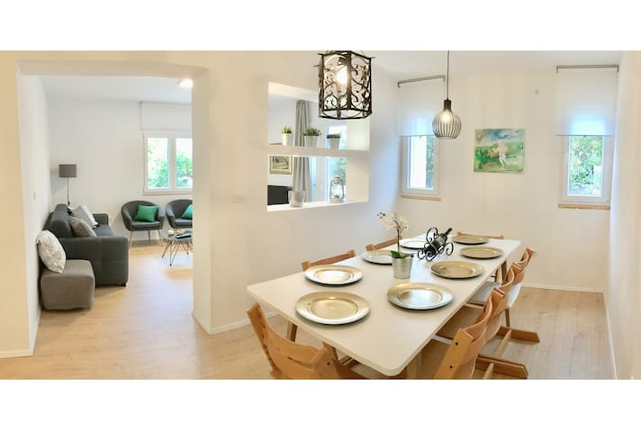 30m from the sea - Charming house in Solta