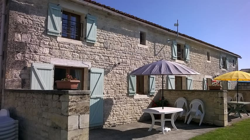 Stone cottage 6p, heated pool and wifi - Louzignac - Huis