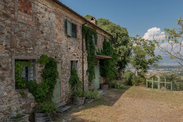Tuscan 6 Bed Farmhouse with Pool
