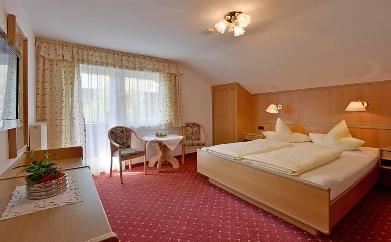 Zimmer in ruhiger Lage direkt in Mayrhofen - Mayrhofen - Rumah Tamu
