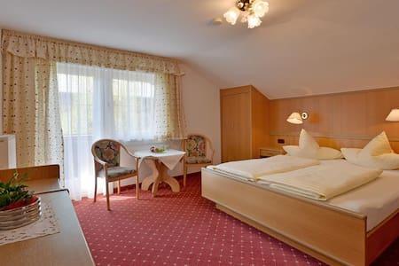 Zimmer in ruhiger Lage direkt in Mayrhofen - Mayrhofen