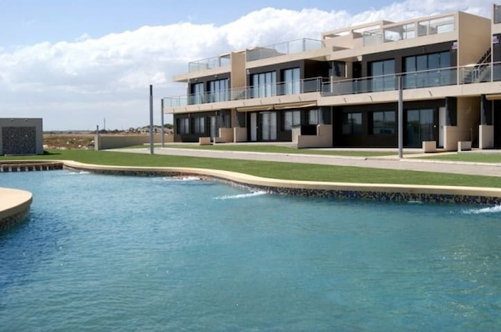 Modern penthouse near the beach in Orihuela Costa - Mil Palmeras - Servicelägenhet
