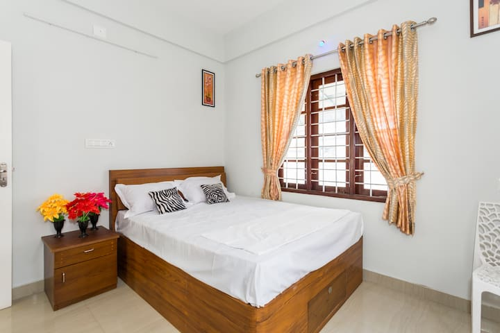 Air Conditioned room at Cochin with shared Kitchen - Kochi - Byt