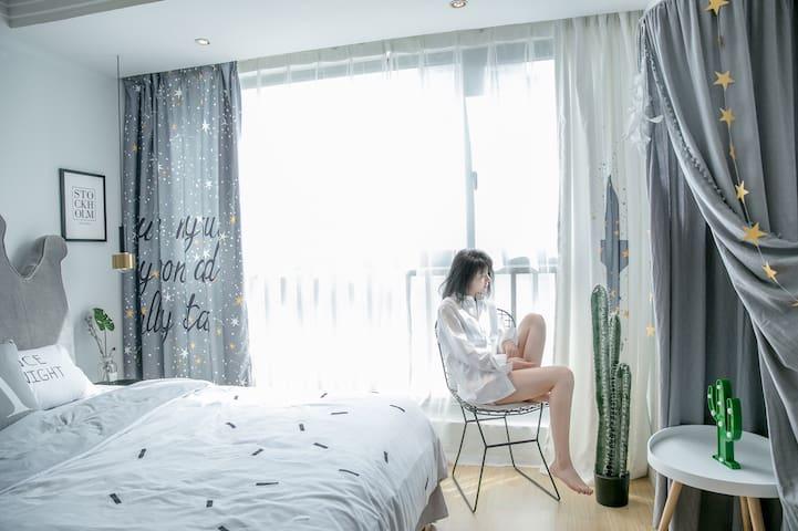 【牛奶舒芙蕾-城上·uptown】ins风主题公寓红谷滩万达广场地铁口楼上