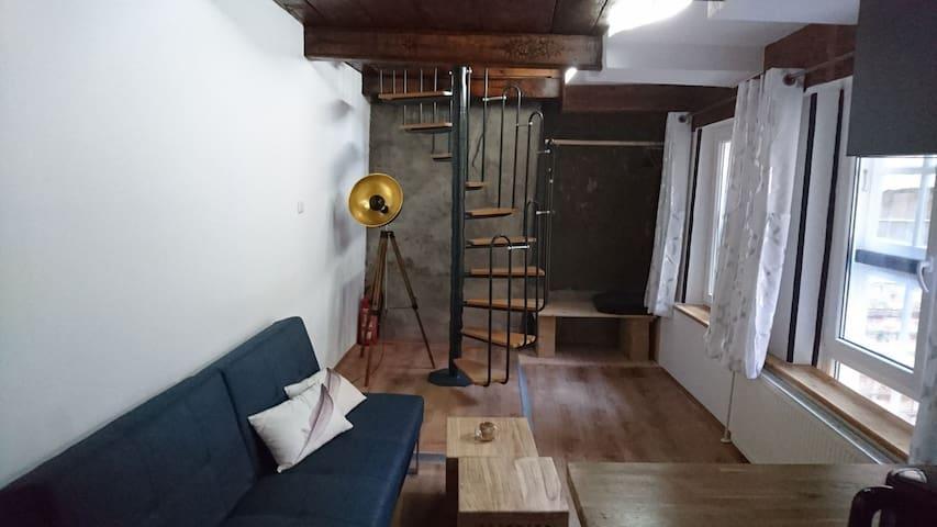 Blick vom Eingang in den Wohnbereich