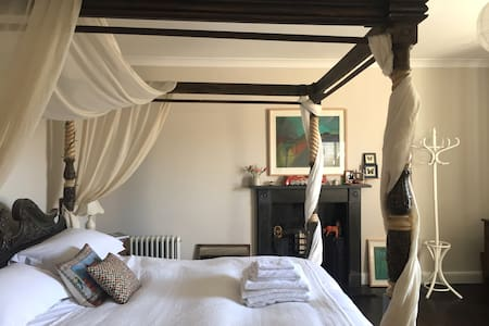Four Poster Room in Georgian B&B - Westhay - Bed & Breakfast