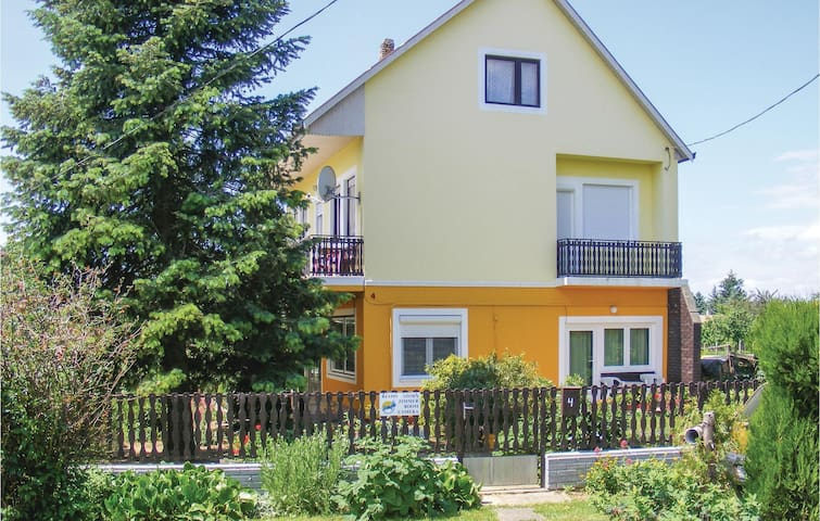 Holiday apartment with 2 bedrooms on 70m² in Keszthely-Kertváros