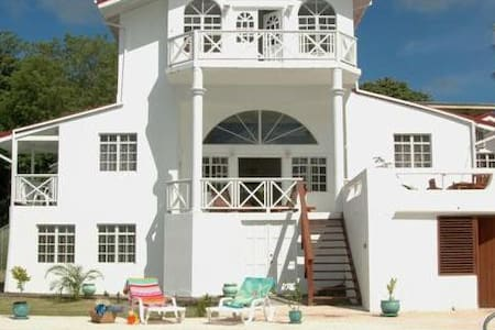 Date House - Ideal for Couples and Families, Beautiful Pool and Beach - St. Lucia