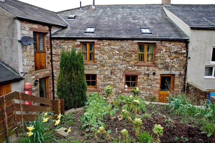 THE HAYLOFT COTTAGE, Eaglesfield, Nr Cockermouth - Cockermouth - Hus