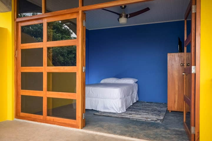 DOUBLE OVERHEAD SURF ROOM