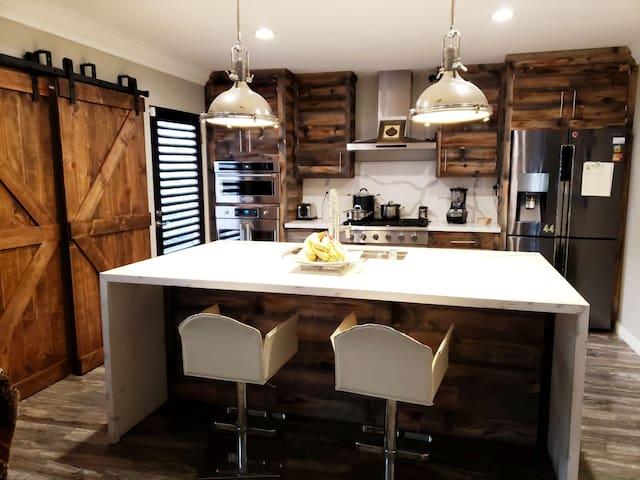 Designer Cozy Villa in LA