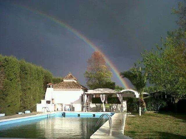 chalet con todas las comodidades- - Linares - Villa