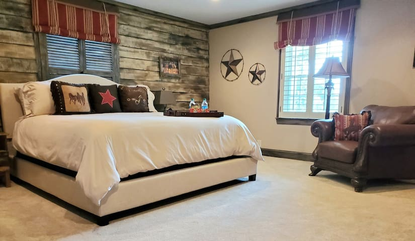 Stunning Master Suite -  20 Min From Jack Daniels!