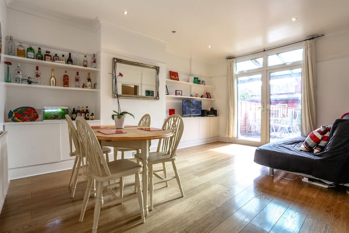 Modern 3 Bedroom House+FREE Parking - Ilford - House